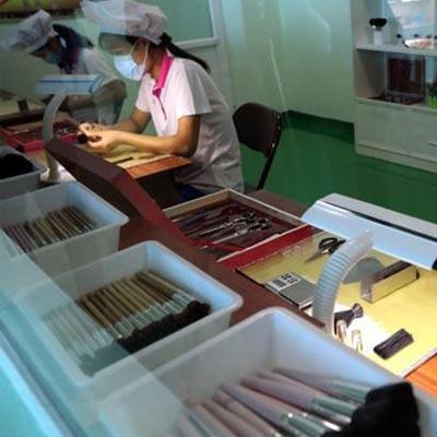 计划经济体制下,朝鲜工人在车间上班是什么样的呢?